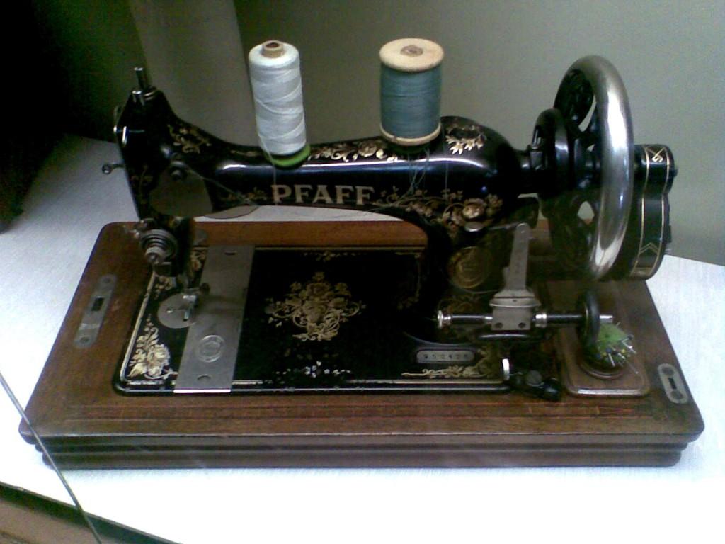 Questione di fili storia della macchina da cucire for Pfaff macchine per cucire