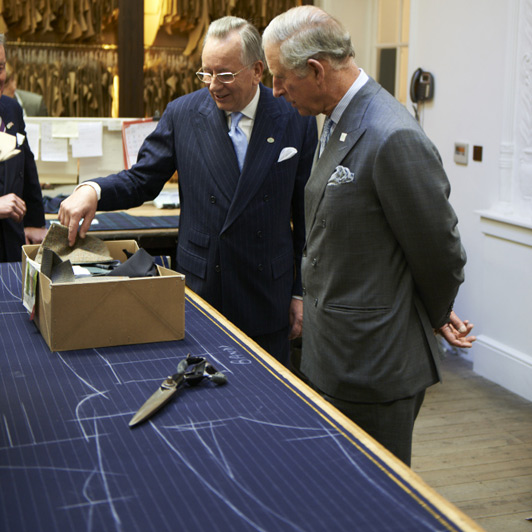 Carlo D'Inghilterra in visita presso la sartoria  Anderson & Sheppard, in Savile Row