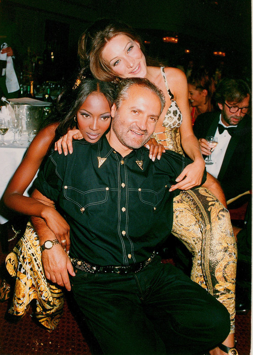 Gianni Versace with Naomi Campbell and Carla Bruni at a 1992 London Gala.