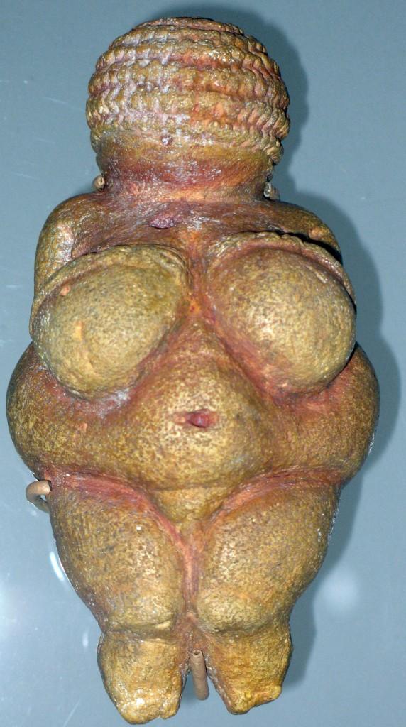La Venere di Willendorf, statua in pietra, risalente a 26.000 anni fa. é conservata attualmente  Naturhistorisches Museum di Vienna.