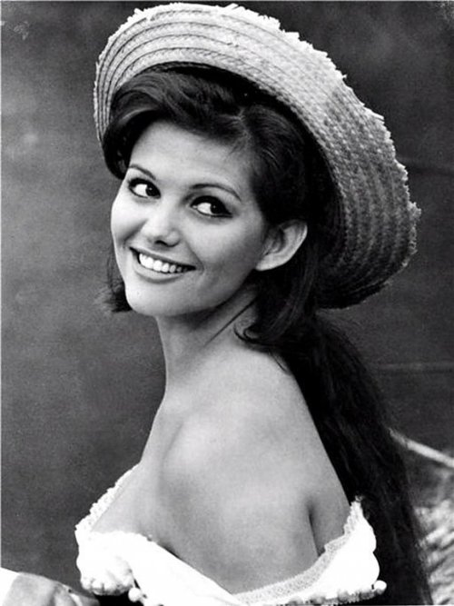 Claudia cardinale for Rita hayworth altezza