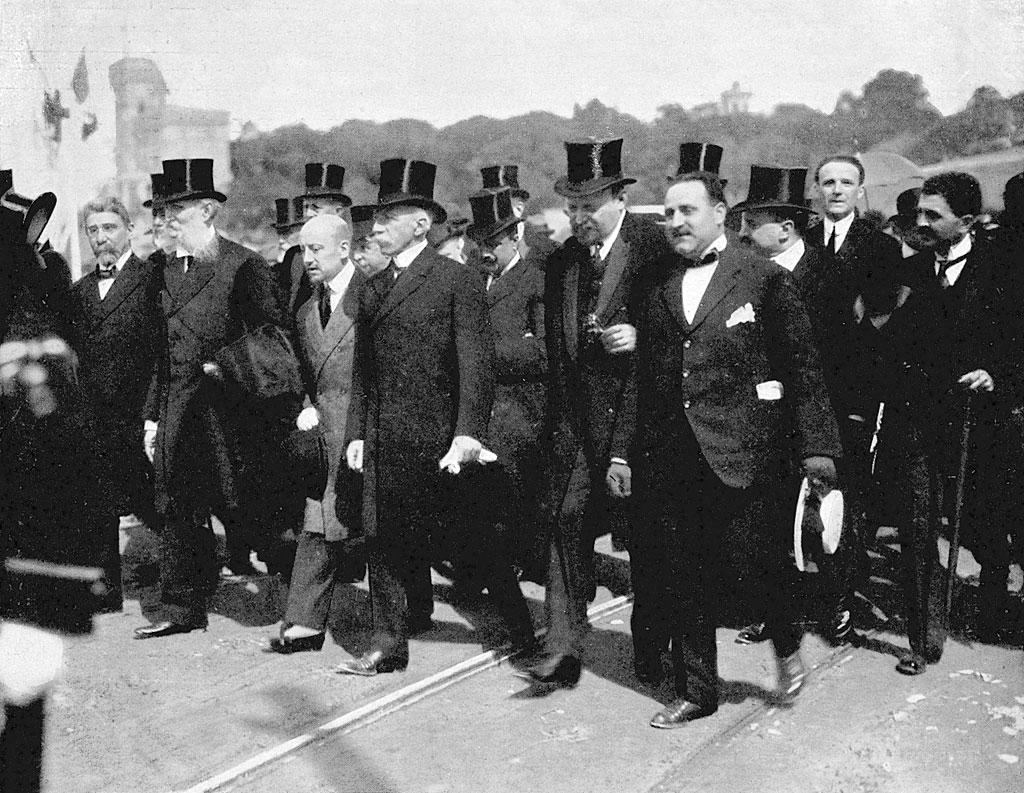 D'Annunzio all'inaugurazione del monumento ai Mille a Quarto il 5 maggio 1915