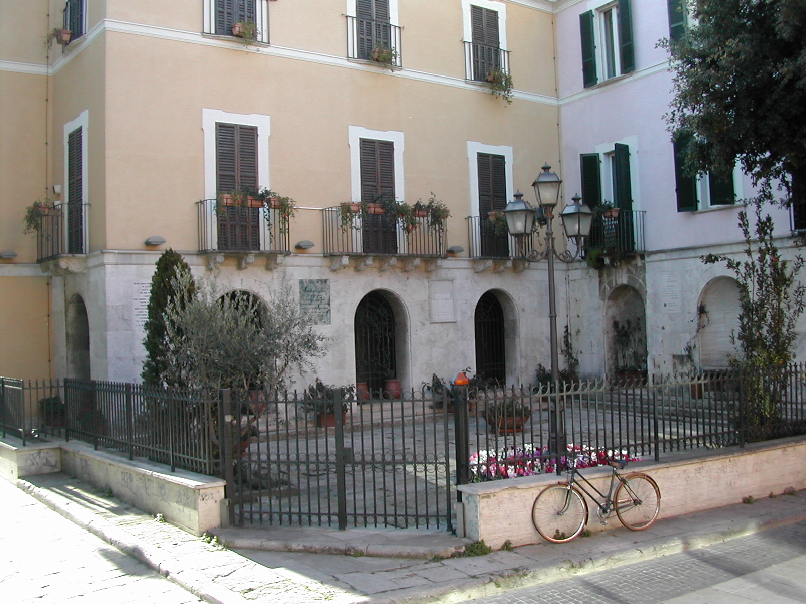 Pescara Cortile retro Casa natale D'Annunzio