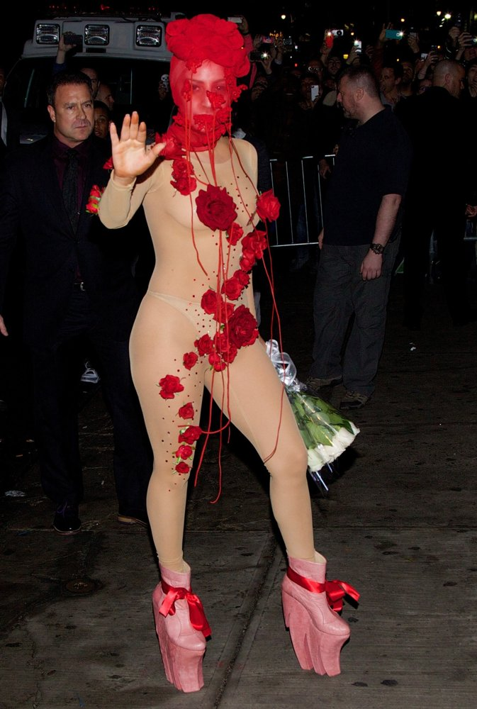 lady-gaga-arrives-in-style-02