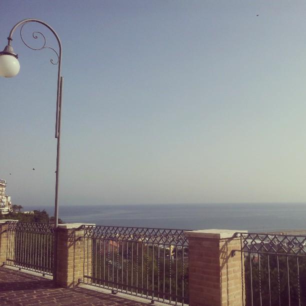 Senza mare non so stare. Buongiorno ;) #plfdaily #ortona #pescaralovesfashion